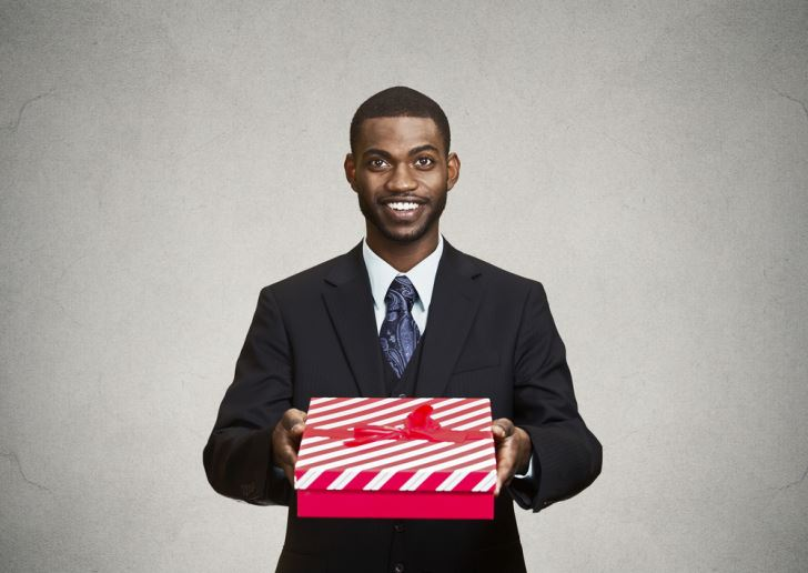 Top Employee Perks and Incentives that Promote Peak Performance