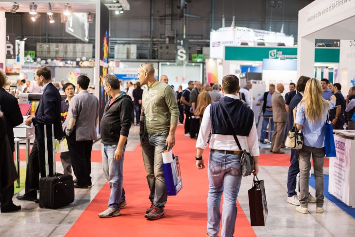 4 Top Ways to Stand Out at a Trade Show